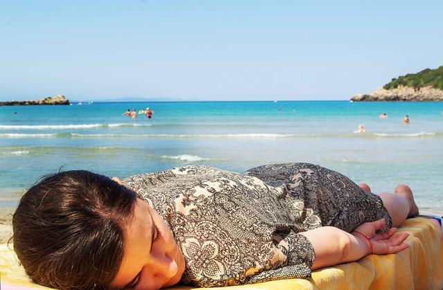 spánek na pláži.jpg
