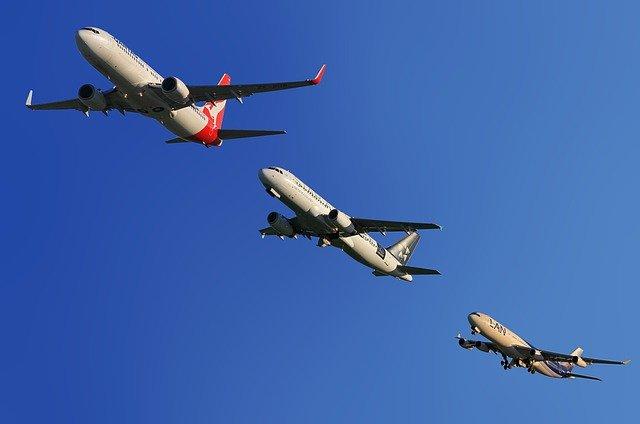 tři letadla