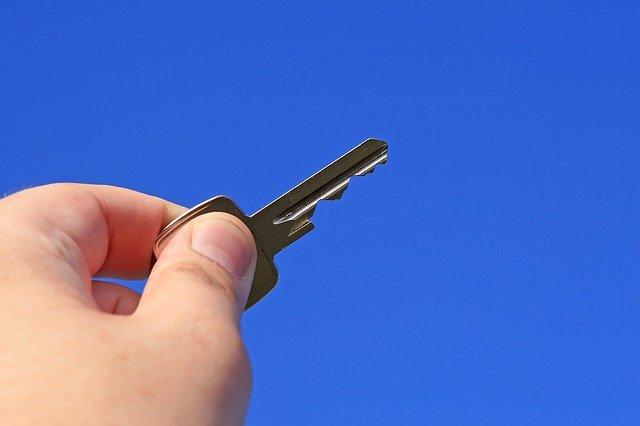 klíč k zámku