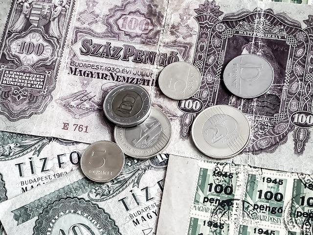 peníze a známky