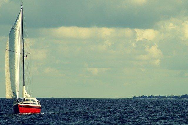 červená plachetnice