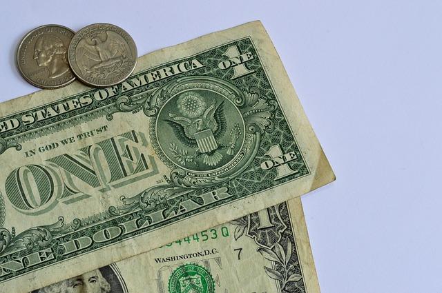 pár dolarů