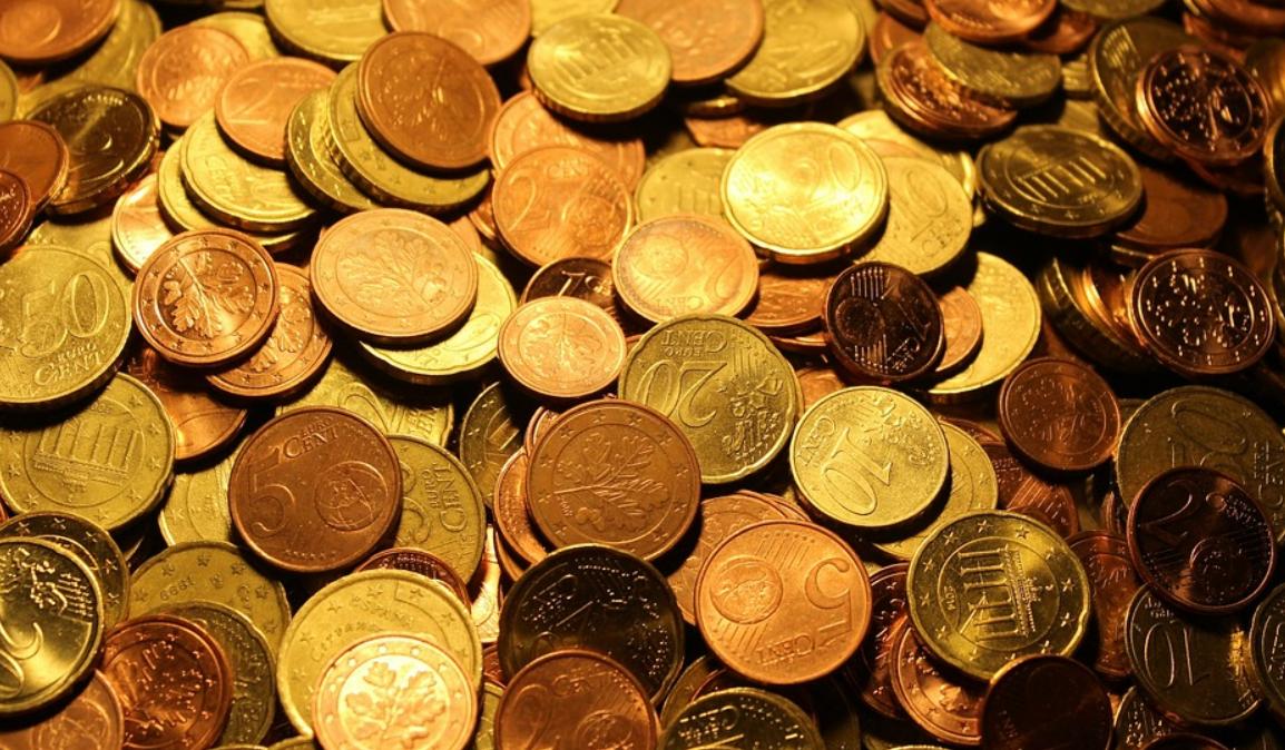 peníze v mincích